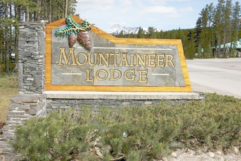 Mountaineer Lodge sign.