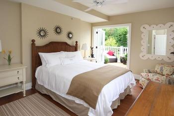 Suite bedroom at Windermere House.