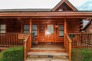 Cabin exterior at Golfview Vacation Rentals.