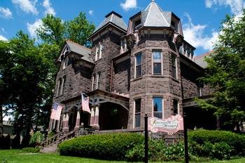 Exterior view of Reynolds Mansion B & B