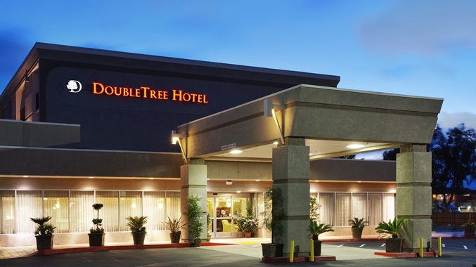 Exterior view of Livermore Doubletree Club.