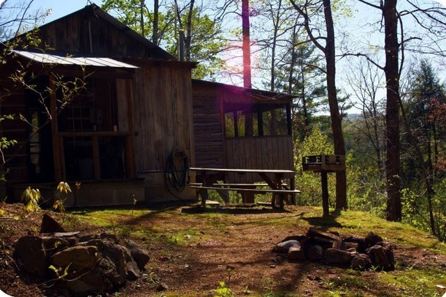 Mountain side cabins hot springs nc resort reviews for Cabin in north carolina mountains