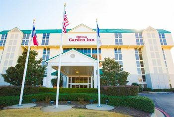 Exterior view of Hilton Garden Inn Dallas/Market Center.