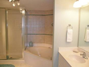Jacuzzi Bathroom View at Southern Vacation Rentals