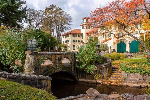columbia gorge hotel hood river or resort reviews. Black Bedroom Furniture Sets. Home Design Ideas