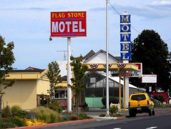 Exterior view of Flagstone Motel.