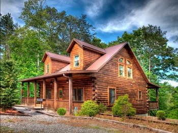 Cabin exterior at Hidden Creek Cabins.