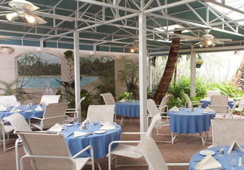 Outdoor Dining at Lido Beach Resort