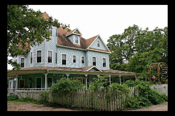 Exterior view of Alexander Bed & Breakfast Acre.