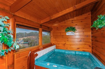 Cabin jacuzzi at Golfview Vacation Rentals.