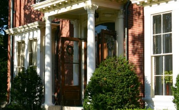 Exterior view of Jeremiah Mason Bed & Breakfast.