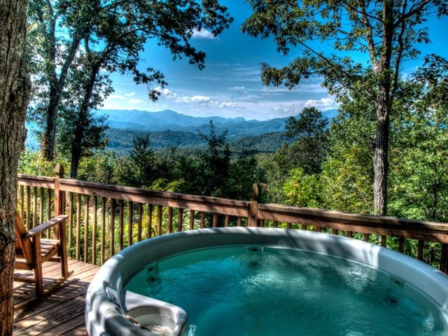 Cabin jacuzzi at Hidden Creek Cabins.