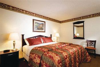 King suite at Villa Roma Resort.