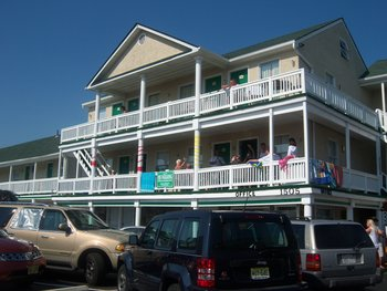 Exterior view of Desert Palm Inn.