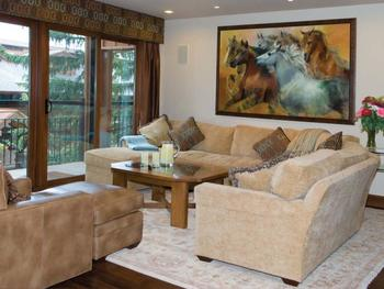 Guest living room at The Crestwood.
