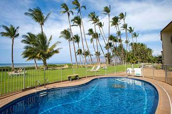Vacation rental outdoor pool at Hale Kai O Kihei.