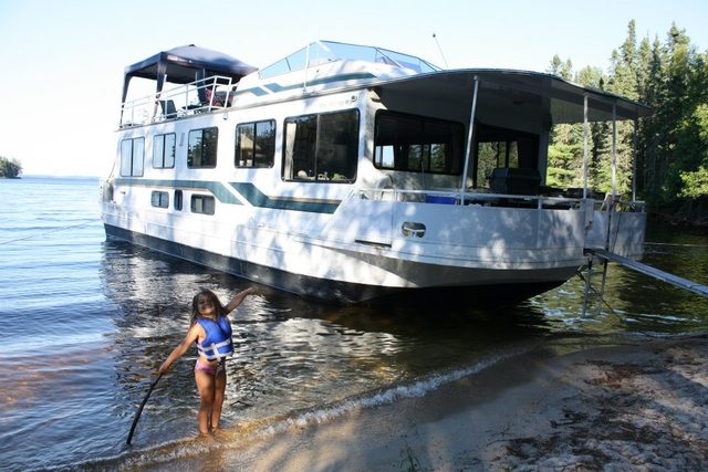 Sandy beaches at Rainy Lake Houseboats.