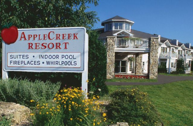 applecreek resort hotel suites fish creek wi resort