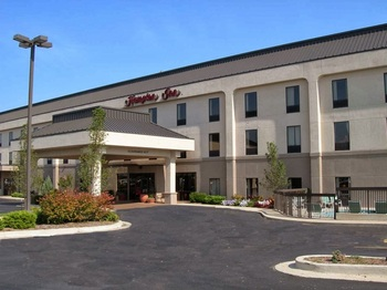 Exterior view of Hampton Inn St. Robert.