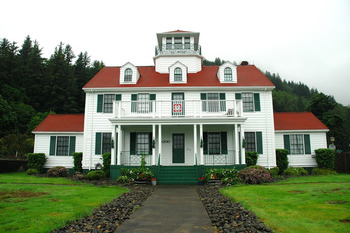 Historic Coast Guard Office Near The Garibaldi House Inn