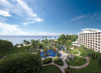 Exterior view of Shangri-La's Golden Sands Resort.