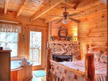 Cabin bedroom at American Mountain Rentals.