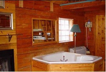 Cabin jacuzzi at MarVal Resort.