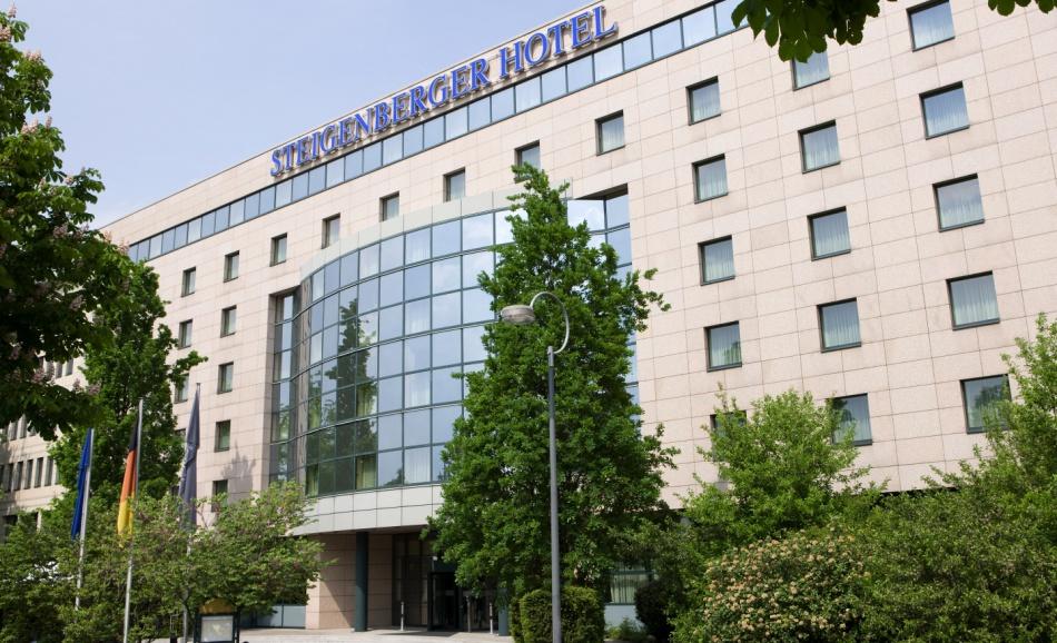 Exterior view of Steigenberger MAXX Hotel Dortmund.