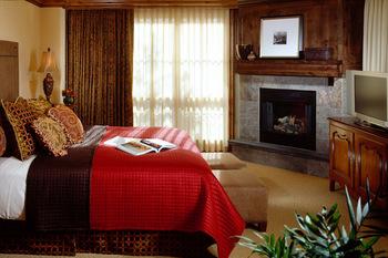 Rental bedroom at Frias Properties of Aspen.