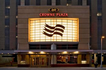 Exterior View of Crowne Plaza Minneapolis