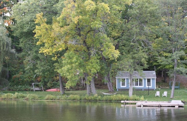 Lake lamoka cottage watkins glen ny resort reviews for Cabin rentals vicino a watkins glen ny