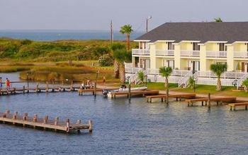 Exterior view of resort and fishing docks at Kontiki Beach Resort Condos.
