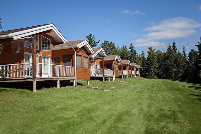 5 star couples resort algonquin park ontario resort. Black Bedroom Furniture Sets. Home Design Ideas