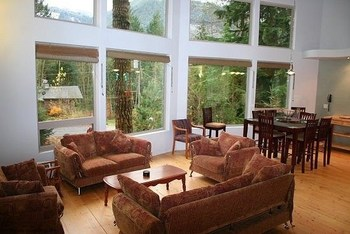 Vacation rental living room at Mt. Baker Lodging.