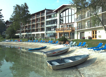 Resort view at Golden Arrow Lakeside Resort.
