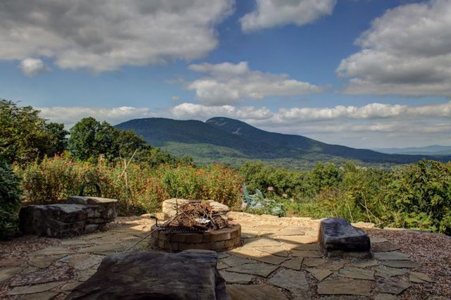 Fire pit at Georgia Mountain Rentals.