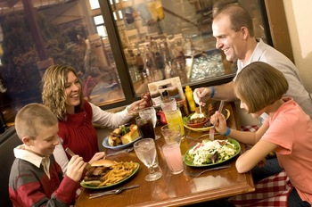 Family dining at Holiday Inn Club Vacations Lake Geneva Resort.