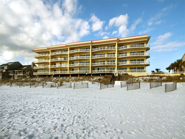 Destin vacation rentals condo dunes of crystal beach for 9 bedroom rental destin florida
