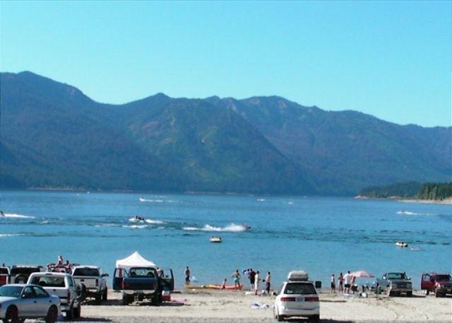 Vr365 llc tukwila wa resort reviews for Cle elum lake cabins