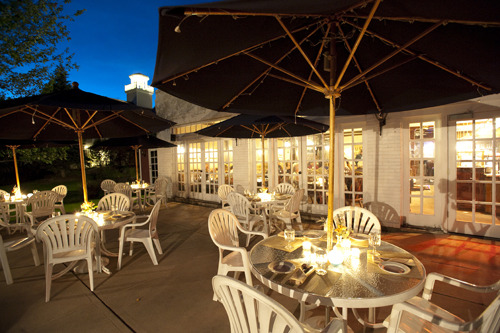 Outdoor dining at The Green Mountain Inn.