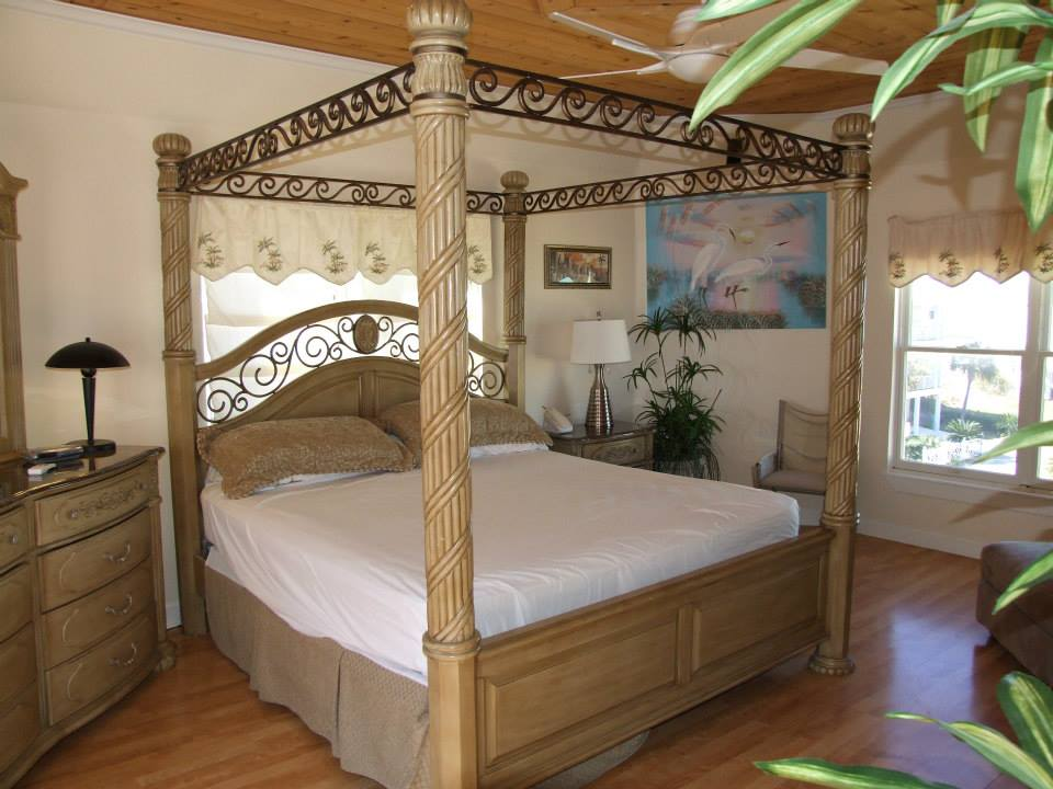 Vacation rental bedroom at Young's Suncoast.