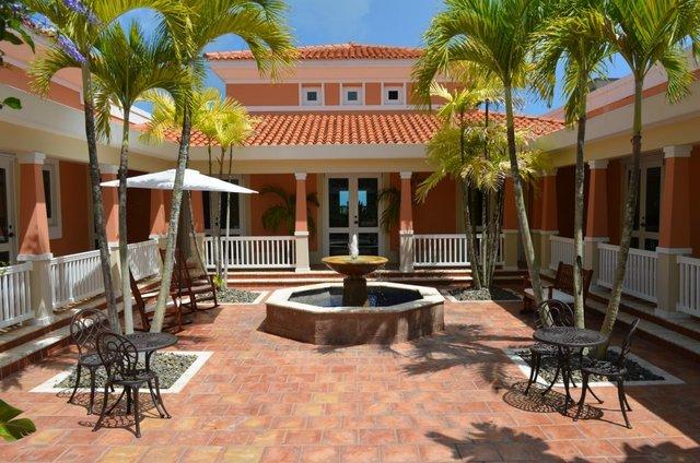Courtyard view at Oceano Beach Resort.