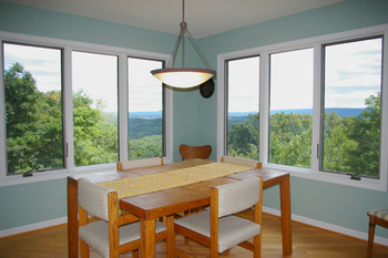 Cottage dining room at Berkeley Springs Cottage Rentals.