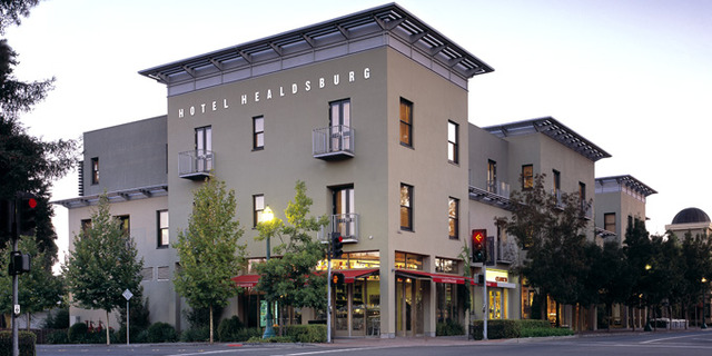 Exterior view of Hotel Healdsburg.