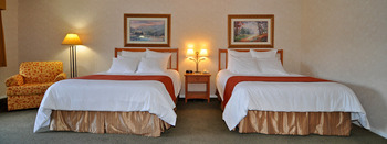 Double guest room at Lakeside Lodge & Suites.