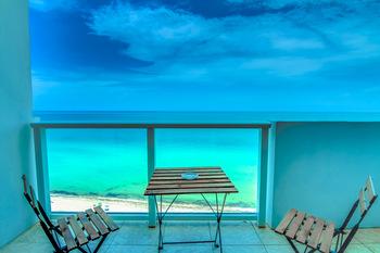 Vacation rental balcony at MiaVac.
