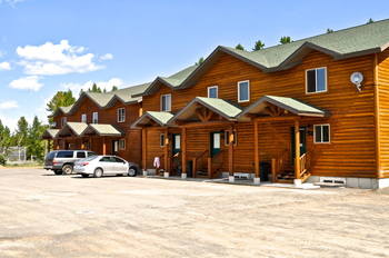 Exterior view of the cabins at Sawtelle Mountain Resort.