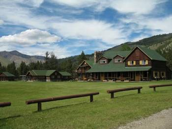 Exterior view of Diamond D Ranch.