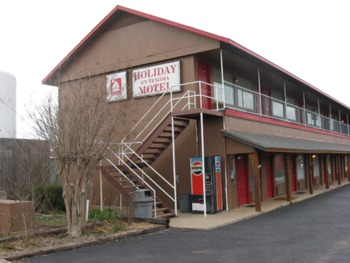 Exterior view of Holiday On Texoma Motel.