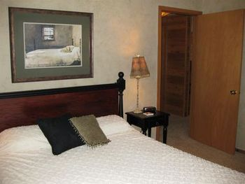 Guest Room at Chanticleer Inn